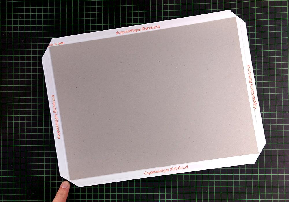 CHARM Trails Buchbinderkarton beziehen: Präparieren der Bezugsecken und Kanten
